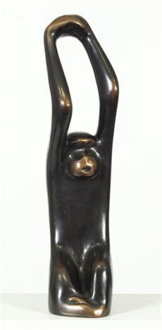 Opice s rukama nahoře